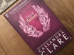 עיר של עצמות (city Of Bones) באנגלית